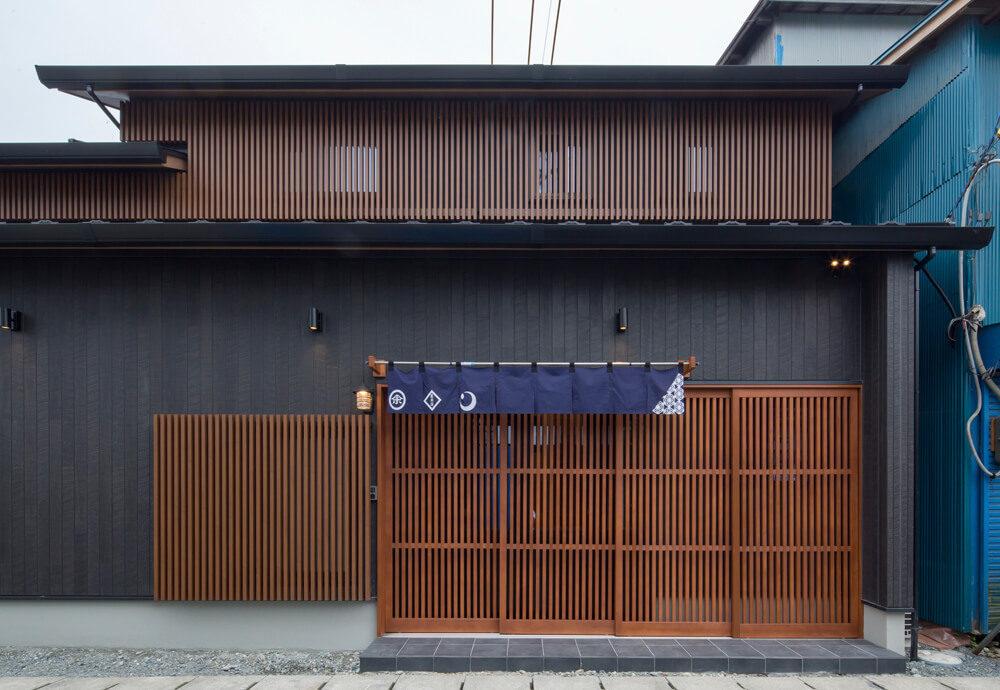 自然素材と木の温もりあふれる店舗併用住宅